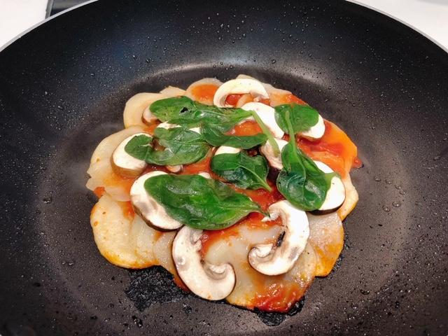 【親子共食】平底鑊版蘑菇菠菜薯仔pizza