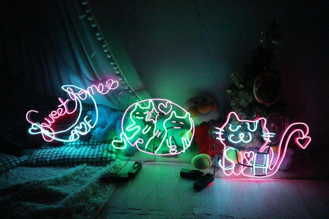 聖誕禮物丨7款精選DIY禮物!情侶手作工作坊推介:皮革丶腕錶丶純銀首飾 (IG@ myosotis.flower.)#7. 霓虹燈充滿著本土特色的霓虹燈在歐美和韓國都相當流行,霓虹燈牌已經