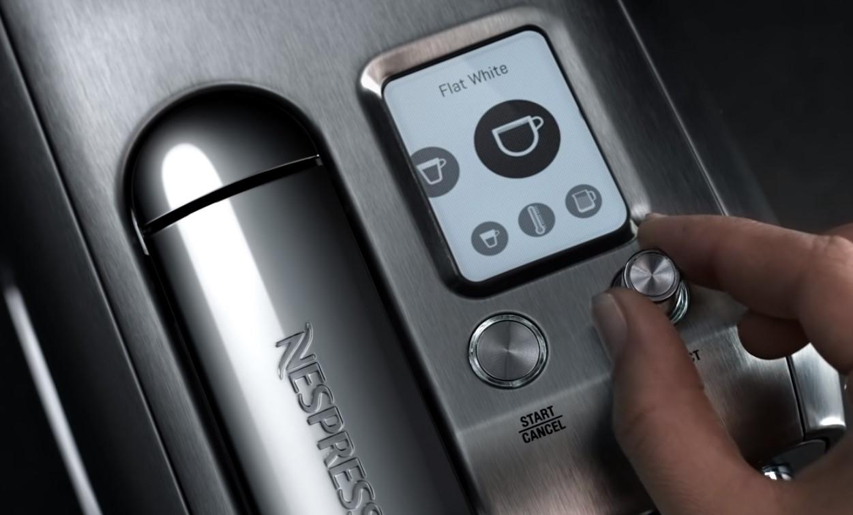 【2021電子產品禮物推薦】男朋友/老公最想收到的驚喜生日禮物 Nespresso Creatista Plus 咖啡機更內置全自動蒸汽棒,可以打造不同質感的冷熱奶泡,調製鍾愛咖啡食譜。即使身在家中,