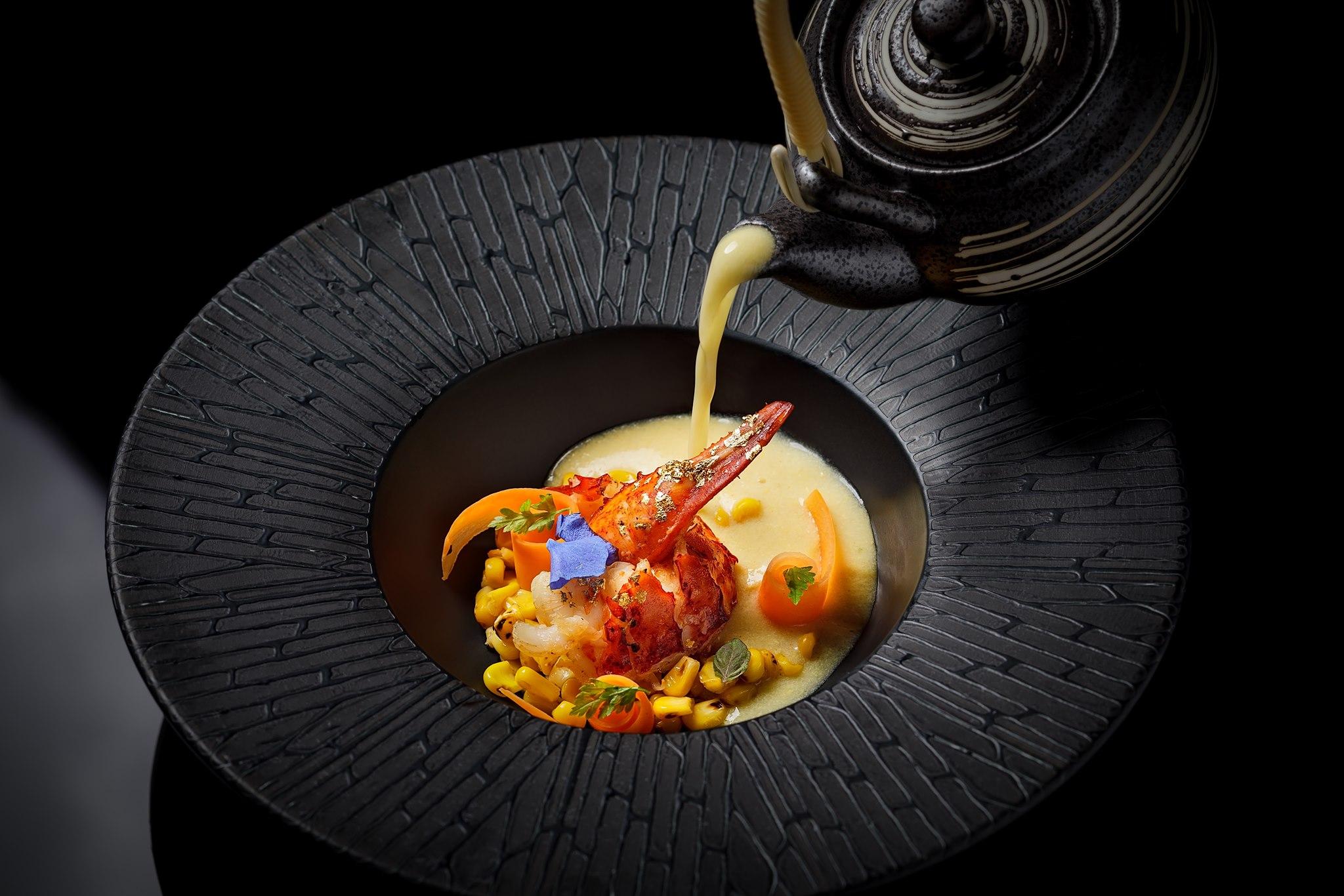【生日、拍拖、慶祝周年紀念日】情調行先!令約會加分的特色餐廳推介 除了可嘗盡亞洲及歐洲菜色外,位於30樓頂層的則是酒吧Aqua Spirit。