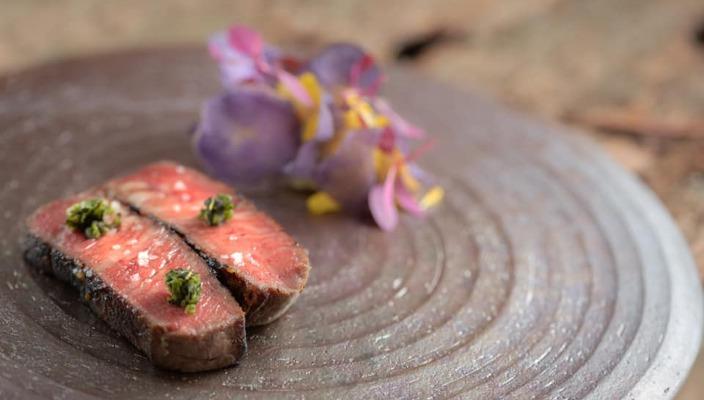 【生日、拍拖、慶祝周年紀念日】情調行先!令約會加分的特色餐廳推介 米芝蓮二星餐廳Arbor的主廚Eric Räty來自芬蘭,一向很喜歡鑽研日本料理,餐廳提供創新的北歐日式菜,菜式主要使用來自日本的新鮮