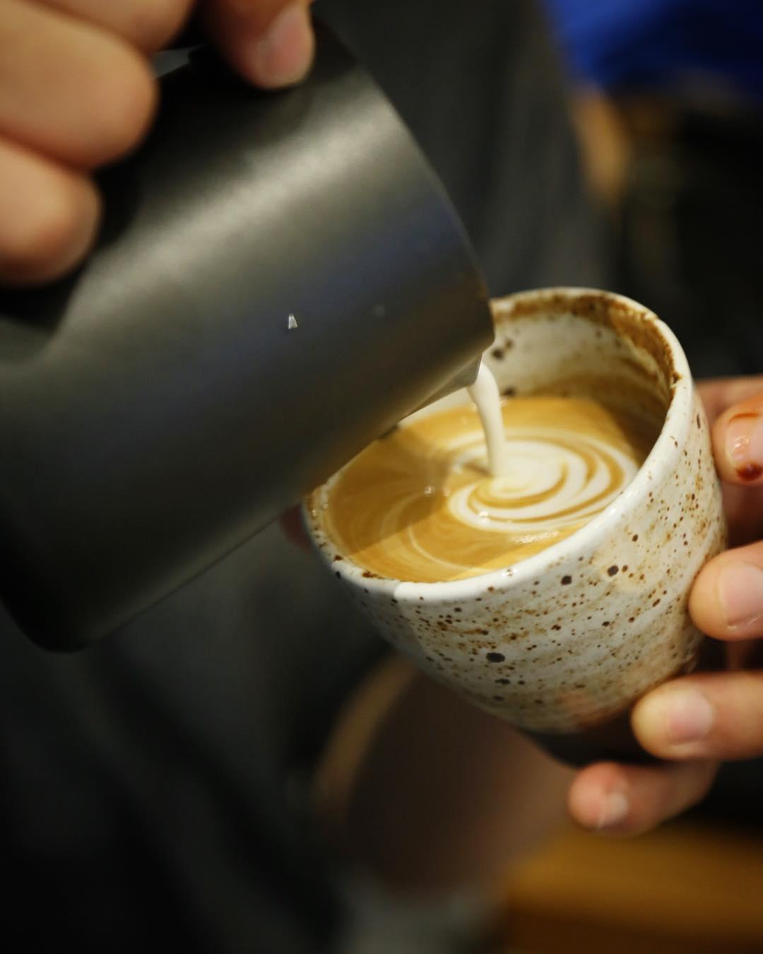 拍拖好去處2021丨特色情侶工作坊推介!調酒體驗丶咖啡拉花班丶Art Jammi