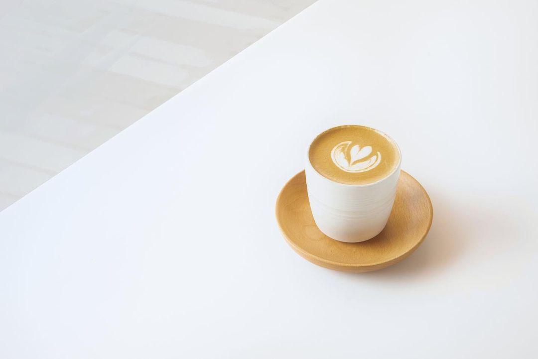 【2021打卡Cafe推介】 19間香港九龍新界特色打卡Coffee Shop合集 (持續更新) 於 Between 可以品嚐到經驗豐富的咖啡師精心挑選的自家拼配咖啡,特別設計的咖啡調酒和一系列健康飲