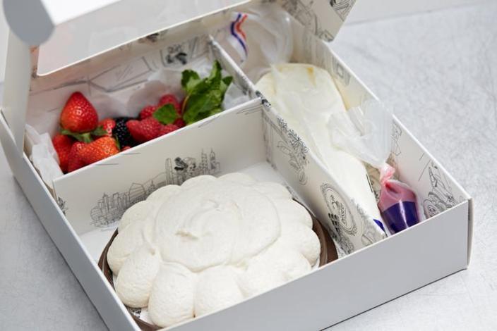 母親節蛋糕2021丨精選8款餅店丶酒店蛋糕 !半島果醬蛋糕丶La Famille戚風蛋糕 如果想一試親手為媽媽DIY母親節蛋糕的話,Le Dessert的「蛋白餅DIY套裝」就非常適合你。「蛋白餅DI
