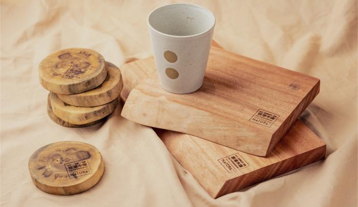 灣仔拍拖好去處丨情侶必去花藝打卡Café!食買玩一日遊行程推介 選購木製生活用品為了配合「百年輪」的主題,Natura:亦有聯乘香港木庫推出了一系列的木製生活用品,可以讓大家到場選購。這次推出的木製生