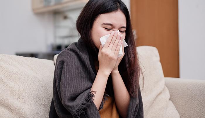【鼻敏感舒緩】成日鼻痕點算好!亂用偏方致皮膚過敏?2招防鼻敏感發作! 夏天來臨後,就以為鼻敏感不再找上門了嗎?這樣想就大錯特錯了!由炎熱的戶外走到充滿冷氣的地方,冷熱交替下鼻子很容易出現過敏情況。另外