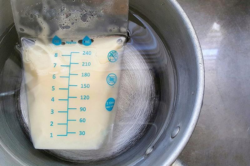 【母乳儲存】如何解凍及加熱人奶?一文睇晒母乳冰箱儲存最佳溫度及時間