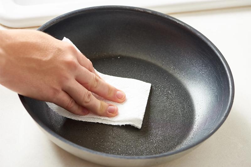 易潔鑊7個注意事項|易潔鑊無須開鑊|教你易潔鑊清潔方法