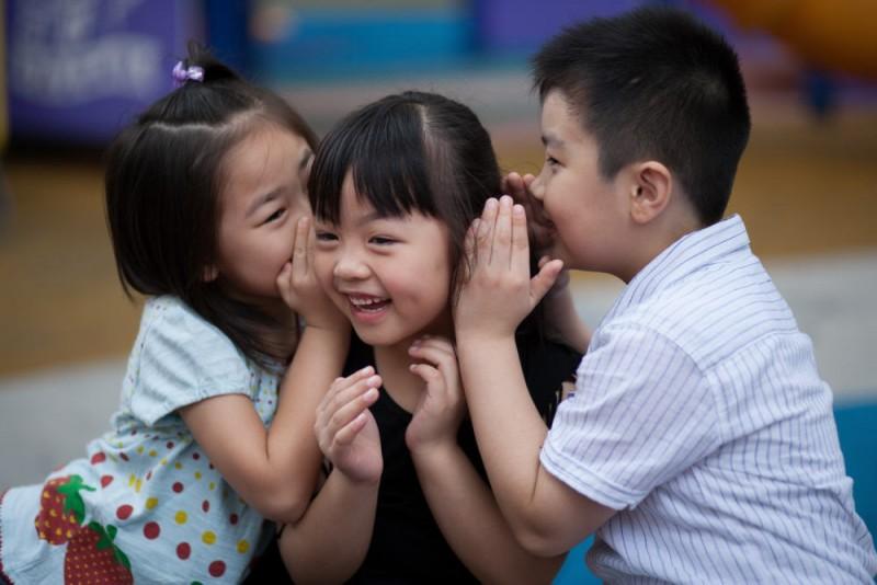 想小朋友學懂愛心及分享,必先身體力行,例如與小朋友一起參與善事,令他們感受到分享愛帶來的喜悅。