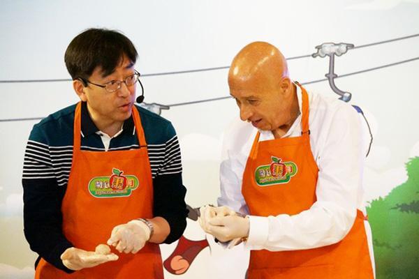 局長show廚藝 炮製蜜柑釀蝦棗